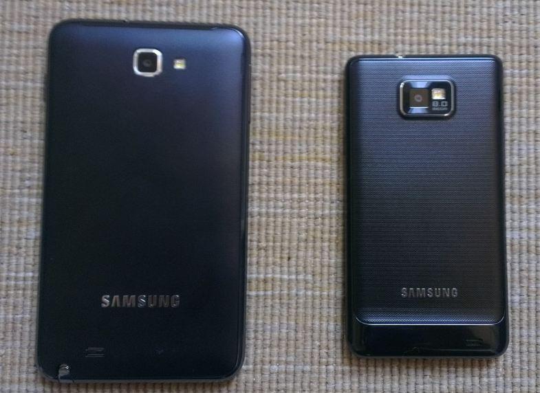 Samsung Galaxy Note vs Samsung Galaxy S2 Back Crop